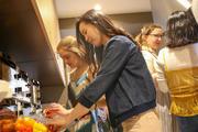 結-YU-で料理を作る外大生と留学生.jpg