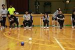 障害者スポーツ大会で義肢装具学専攻の学生が車椅子や義足のリペアブースを出展 -- 広島国際大学