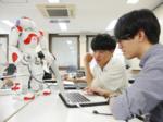 人型ロボット「NAO」を使ったプログラミング授業を実施。クラーク記念国際高等学校が株式会社アウトソージングテクノロジーと連携し、2018年10月1日(月)に公開授業。