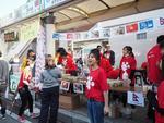 ~留学生の活躍が聖学院大学の一つの特色に~ 留学生センター開室1年目の成果 さいたまKI-TAまつりで留学生がベトナムフードの店を出店。