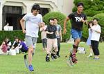関西学院大学で学生たちがスポーツ用義足を体験 NPO法人STANDの協力で実施
