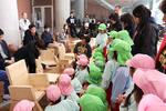 大阪電気通信大学 -- 建築学科の授業で制作した椅子を寝屋川市立中央幼稚園の園児たちに贈呈しました