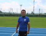 びわこ成蹊スポーツ大学陸上フィールドでパラリンピック日本代表の強化合宿を実施 -- 陸上競技部の石井田茂夫監督が選手を指導