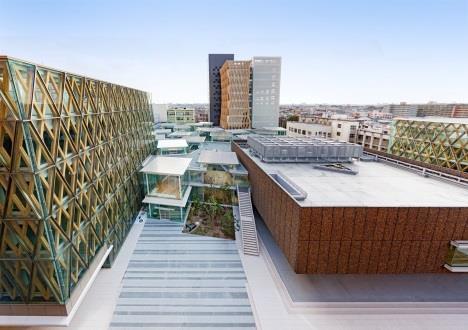 文理融合の学術拠点「ACADEMIC THEATER」開設1周年 1,328,048人が利用 -- 近畿大学