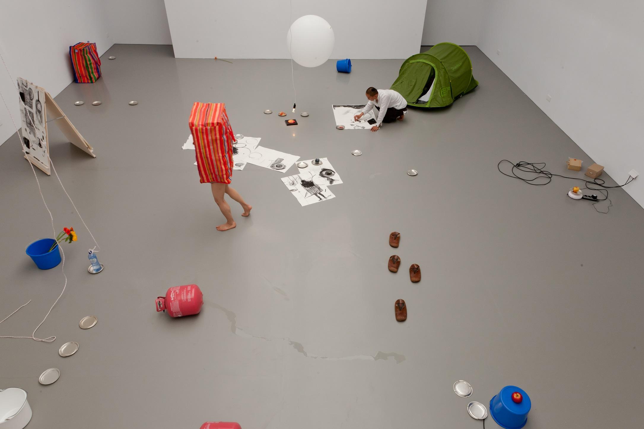国立新美術館で開催中の「20th DOMANI・明日展」文化庁新進芸術家海外研修制度の成果に卒業生4名が参加 -- 多摩美術大学