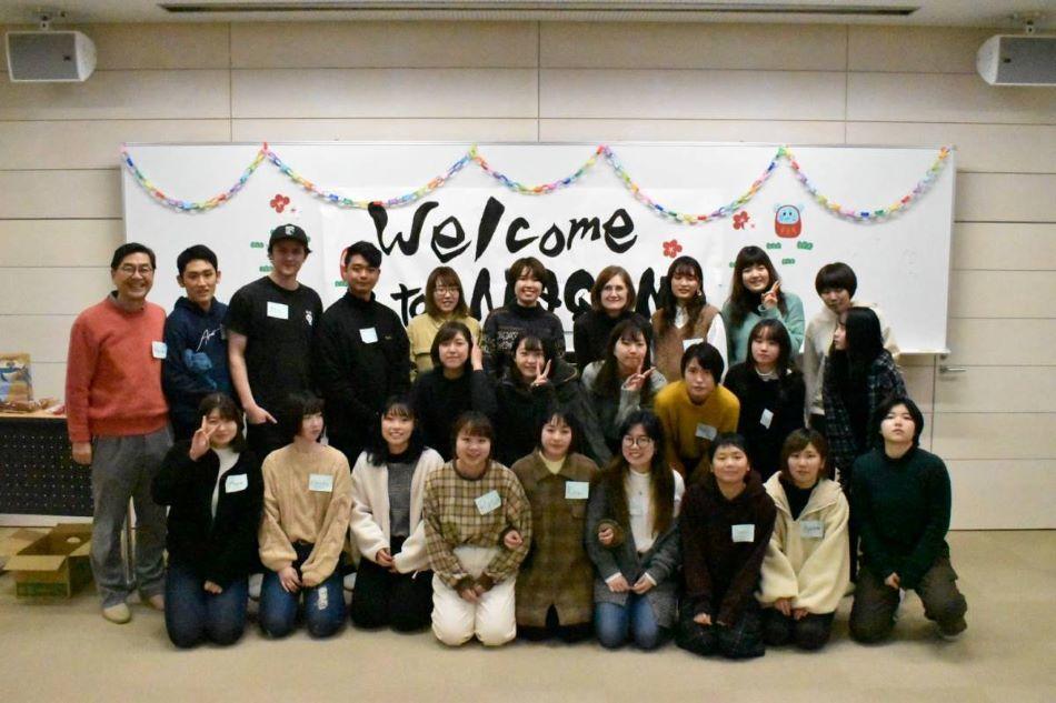 長野県立大学グローバルマネジメント学部の真野毅ゼミが3月3日に「やまのうちインターンシップ」成果発表会で発表 -- カナダ・ビクトリア大学の学生との共同プロジェクト