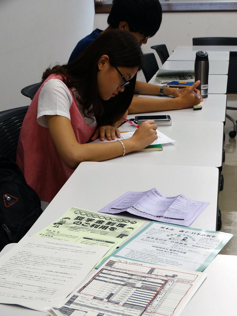 追手門学院大学の留学生が茨木市の国際化活動に協力 -- 日本語の行政文書を中国語、ベトナム語に翻訳
