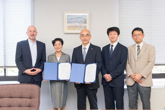 恵泉女学園大学が横須賀学院高等学校と相互教育研究交流に関する協定を締結 -- 教育研究の活性化や進学への意識向上を狙う