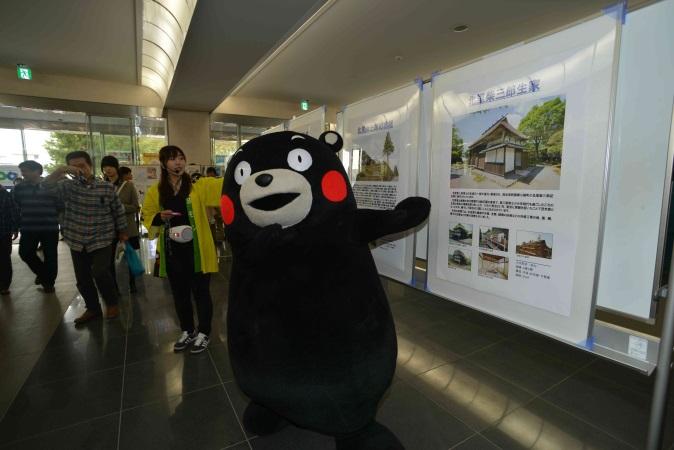 北里祭に『くまモン』が出張、熊本地震復興を呼び掛け