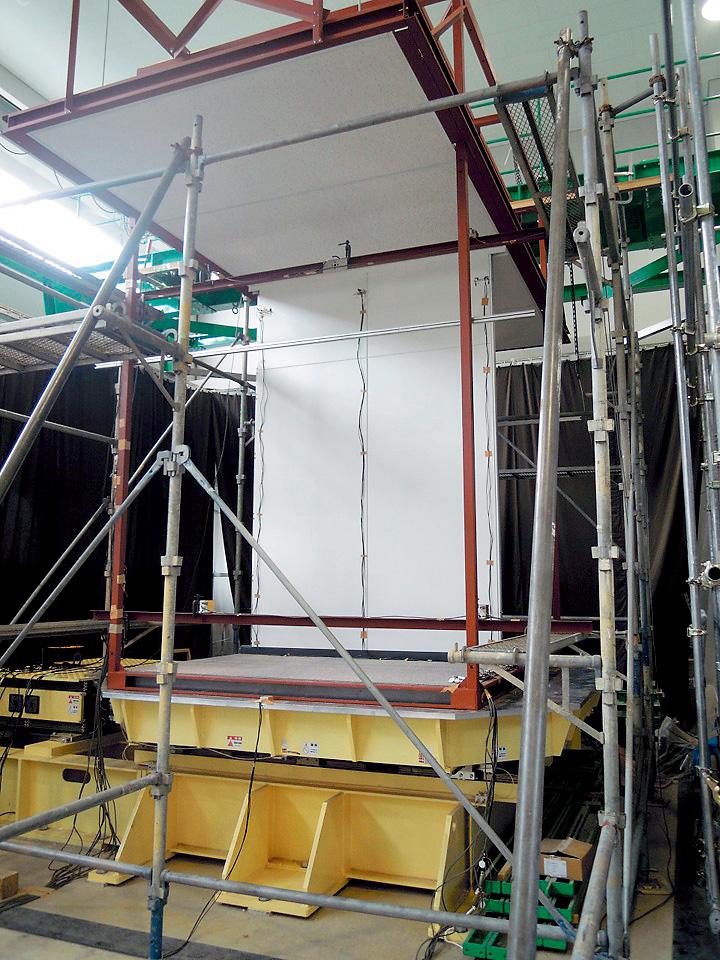 金沢工業大学とコマニーが震度7にも耐える高耐震間仕切を共同開発、商品化 -- 成果発表および公開耐震試験を3月9日(木)、金沢工業大学やつかほリサーチキャンパスで開催