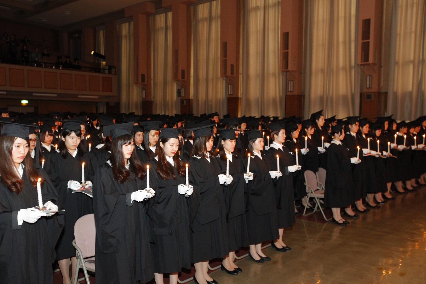 聖心女子大学が2016年度卒業式を3月11日(土)に挙行 -- 卒業週間の始まりとなる伝統行事、トーチライト・プロセッションは、3月9日(木)に実施
