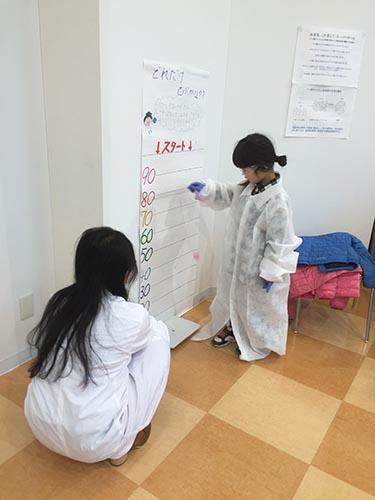 工学部環境科学科の学生たちが福島県相馬郡新地町の復興イベント「春休みわくわく!理科実験教室2017」に参加 -- 大阪電気通信大学