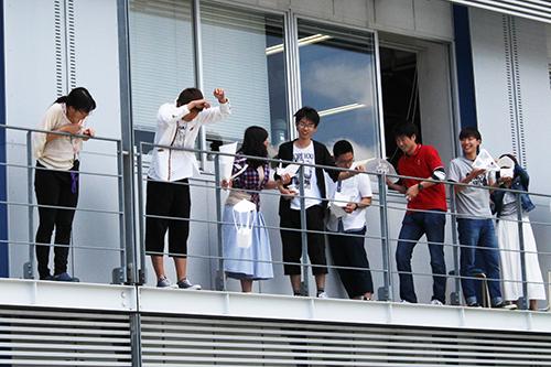 大阪電気通信大学が5月19日に工学部基礎理工学科の新入生歓迎イベント「卵落としコンテスト」を開催 -- 科学とモノづくりの融合競技に新入生が挑戦