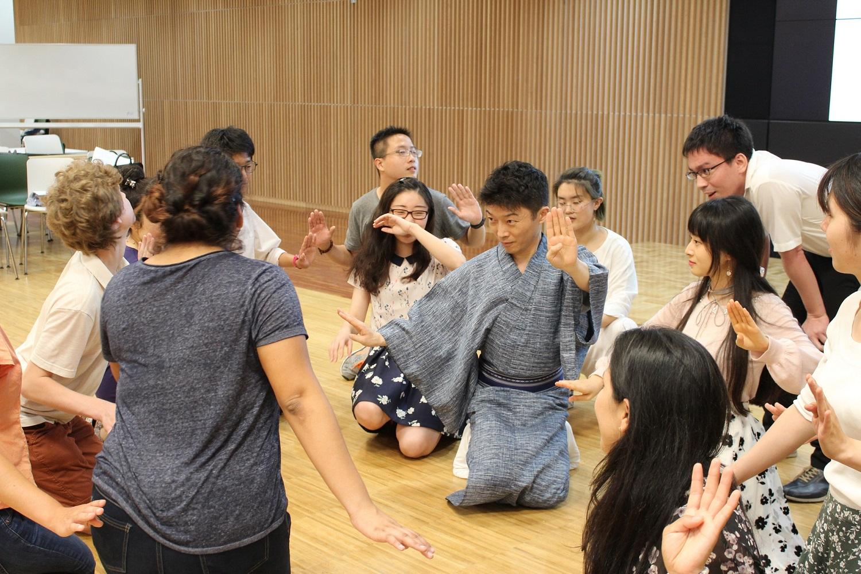 成蹊大学が留学生や在住外国人を対象に歌舞伎ワークショップを開催 -- 大学から日本文化を発信
