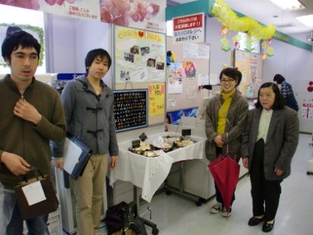 東京経済大学生協が障害者グループと洋菓子販売でコラボレーション!<br />~経済学部尾崎ゼミが仲人に。マーケティングや商品開発を通じて、経済理論を福祉に応用する~