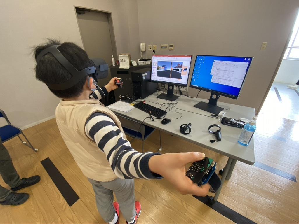 「教育用ドローンを用いた教材開発」と「VRゲームコントローラーを題材としたプログラミング教材」を2020年度に開発。金沢工業大学情報工学科 河並研究室と合同会社DMM.com、一般社団法人FAP の三者。STEAM教材として市販化目指す。