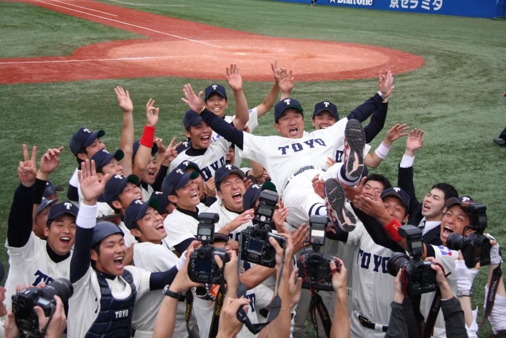 東洋大学硬式野球部が、学生野球日本一を祝して優勝報告会・パレードを開催