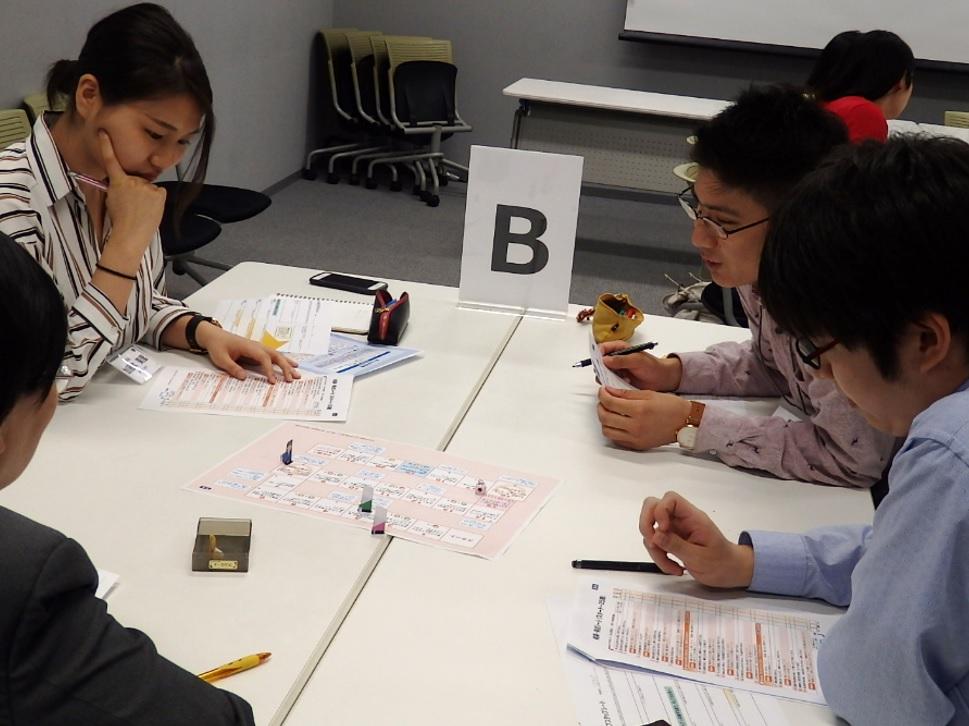 職業観を早期醸成! 卒業後を見据えた4年間に!「ホップステップキャリア講座」(実施報告) ~1・2年生対象の少人数制キャリア支援プログラム~武蔵大学