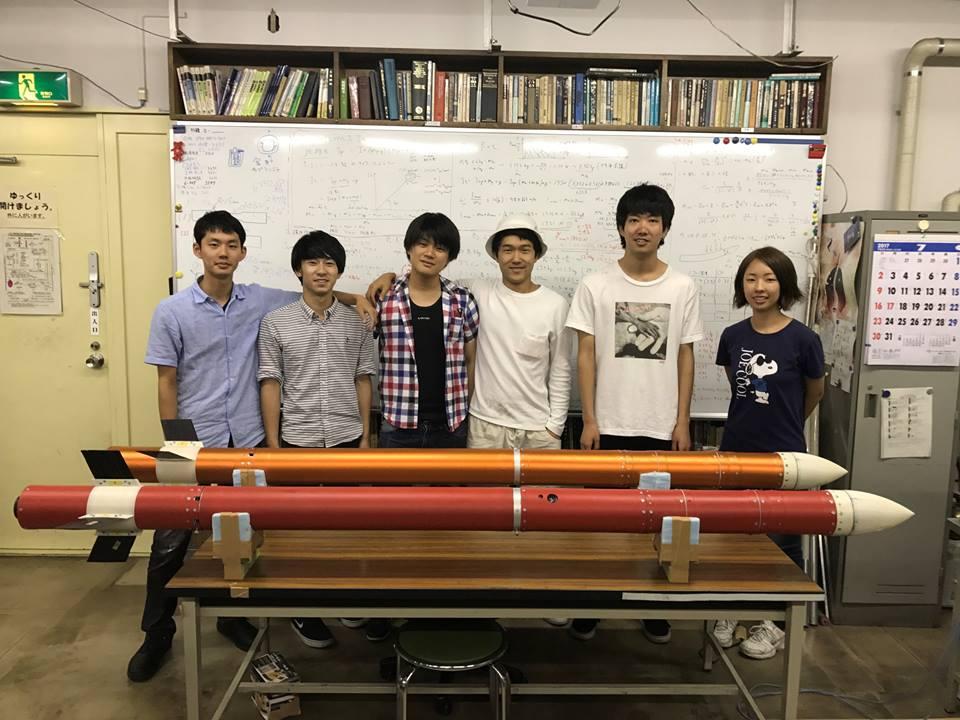 神奈川大学工学部航空宇宙構造研究室が「3Dプリンタによる複雑形状燃料搭載・カーボン繊維強化軽量ハイブリッドロケット飛翔実験」を伊豆大島で実施
