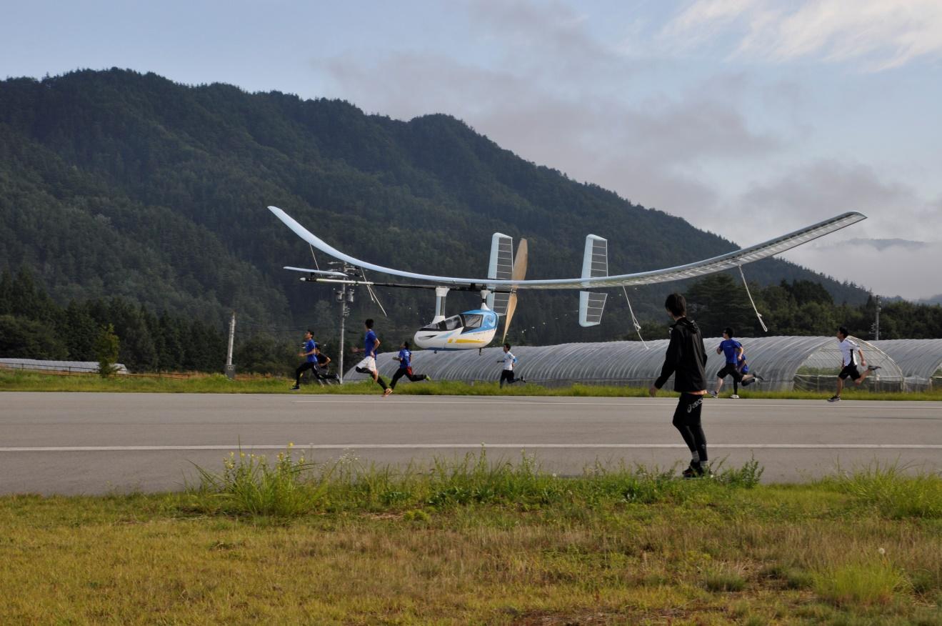 金沢工業大学「夢考房人力飛行機プロジェクト」が穴水湾初飛行に挑戦 -- 翼幅31mの巨大な人力飛行機が穴水湾を飛ぶ