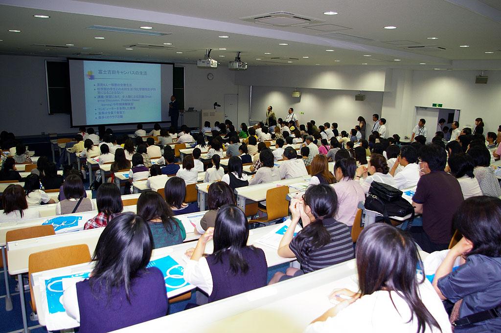 チーム医療の原点を培う「全寮制教育」を体験――昭和大学が富士吉田キャンパスにてオープンキャンパスを開催