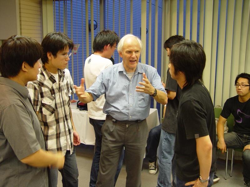 東洋大学でノーベル賞受賞者 ハロルド・クロトー博士(東洋大学学術顧問)による「若手研究者のためのバイオ科学とナノテクノロジー国際セミナー」を開催
