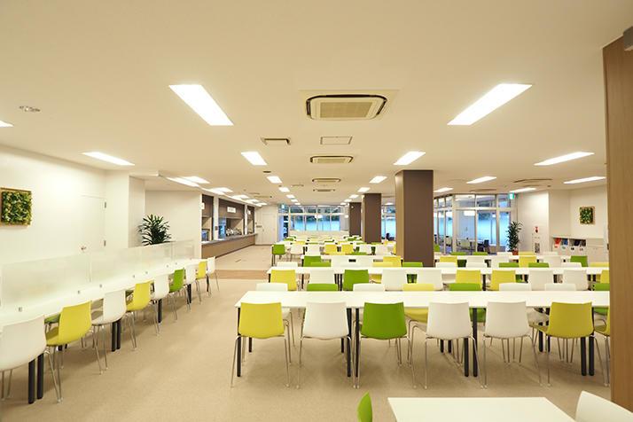 江戸川大学の学生食堂が「Dining & Cafe Edogawa」としてリニューアル -- それぞれの時間を過ごせる快適な空間に