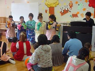 幼児教育・保育・健康スポーツ・人間環境デザイン等を専門とする教員と学生が提供する「子育て支援プログラム」の参加者を募集――東洋大学