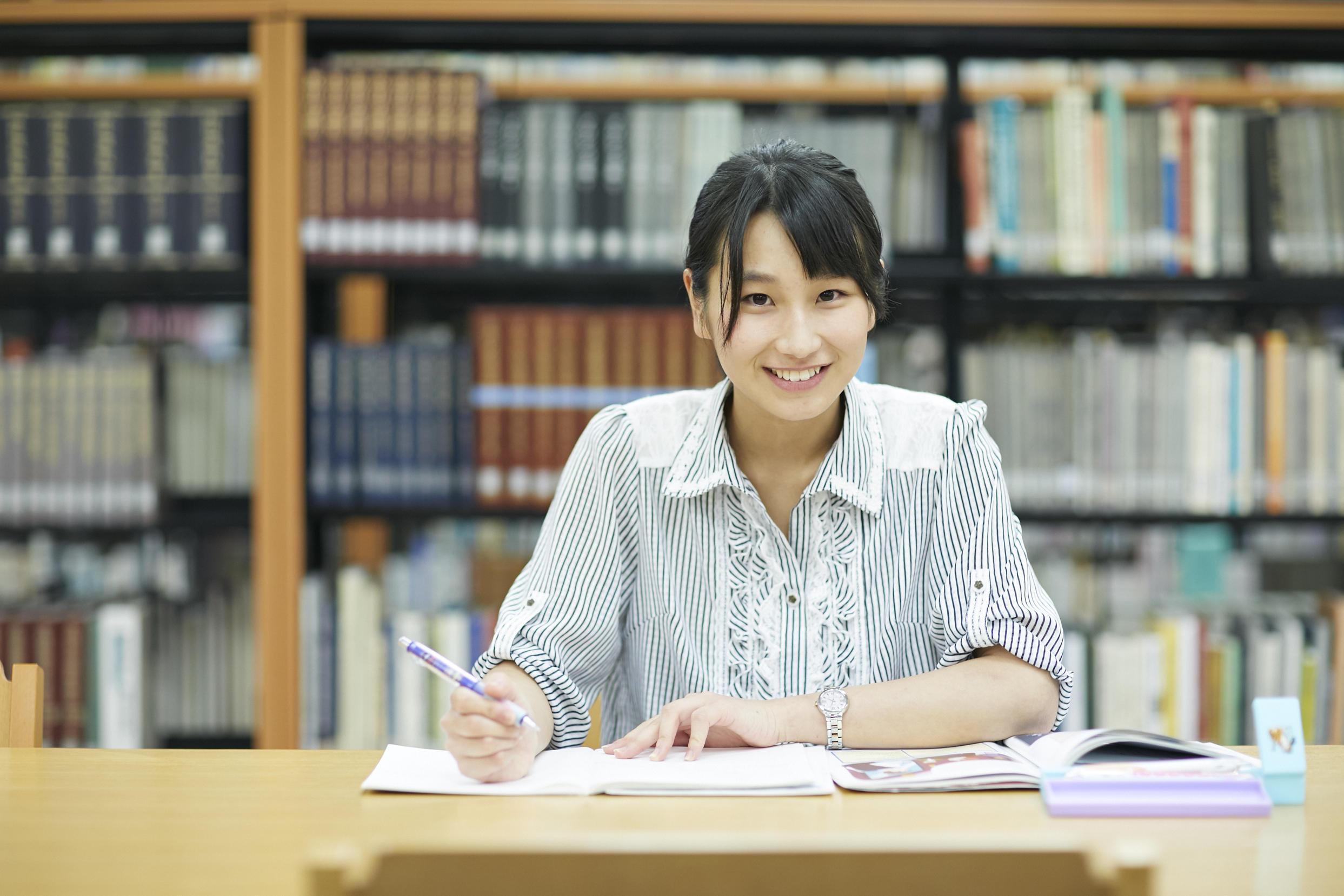 江戸川大学総合情報図書館の読書推進活動 -- 「ブックハンティング」や「多読賞」などを展開