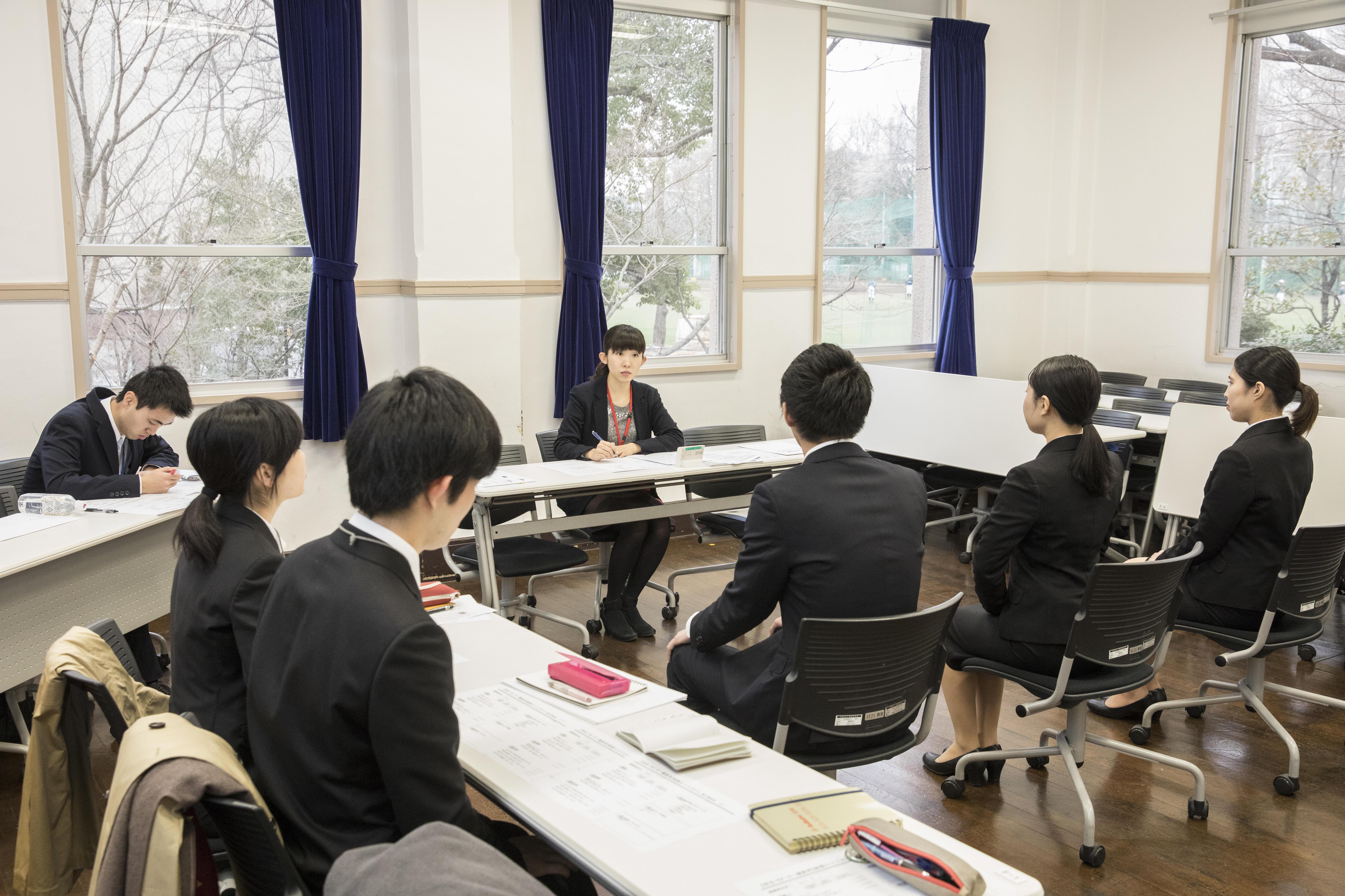 【武蔵大学】『ゼミの武蔵』ならではの少人数制プログラム!卒業生による実践的なキャリアサポート「武蔵しごと塾 ~本番直前!模擬面接トライアル~」を開催