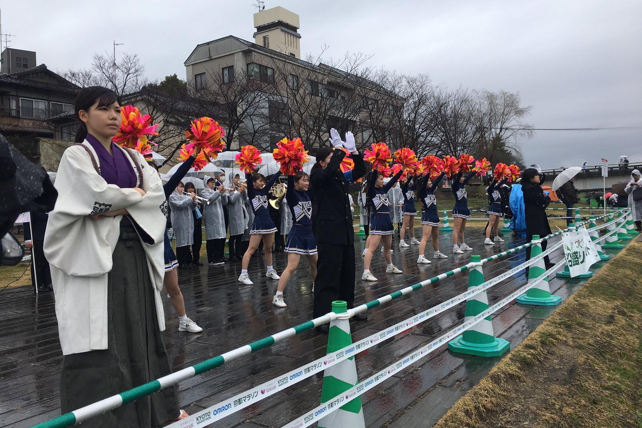 【京都産業大学】全学応援団長に本学初の''理系女子''応援団長が就任!全国でも珍しい''女子部員だけ''のリーダー部が誕生!