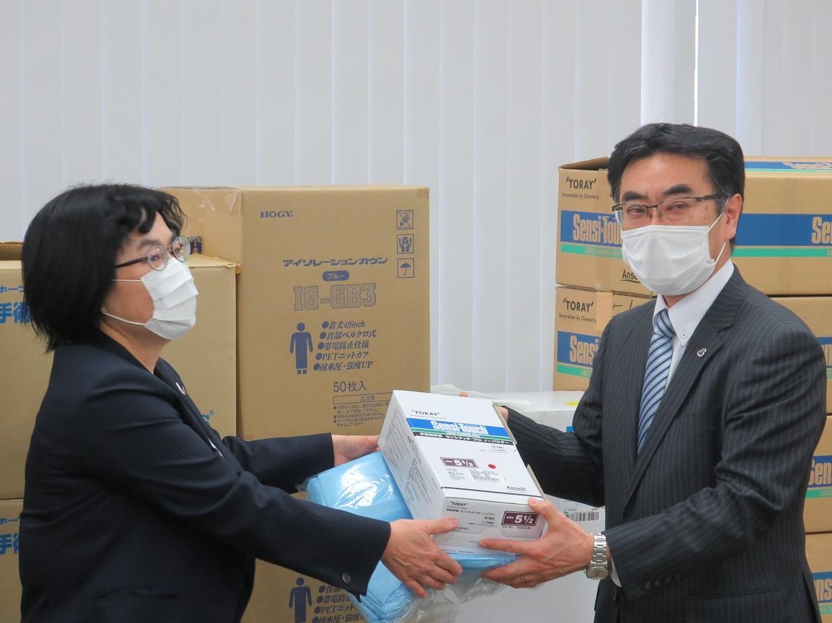 北海道科学大学薬学部の防護具を北海道薬剤師会へ寄贈