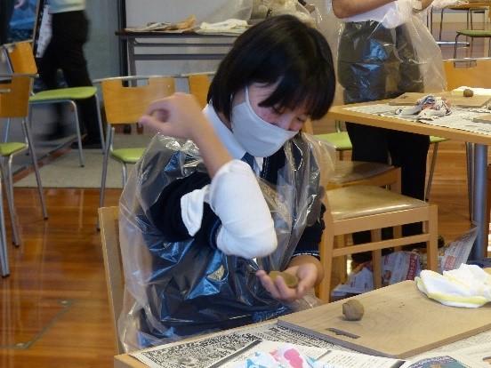 【京都産業大学附属中学校・高等学校】歴史部の生徒が約半世紀前に途絶えた古い技法で「かわらけ」を製作