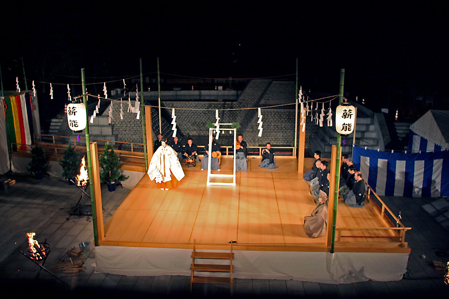 秋の夜長、幽玄の世界へいざなう薪能をキャンパス内で開催! 2008 フェニックスフェスティバル『古典芸能の夕べ』――大阪学院大学
