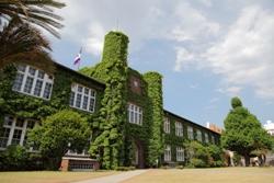 立教大学の歴史的シンボル、池袋キャンパス本館の耐震補強・改修工事を実施――レンガ造りの建物をバリアフリー・マルチメディア化