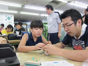 日本工業大学が学内の施設で小中学生や親子を対象とした夏の「体験教室」を開催