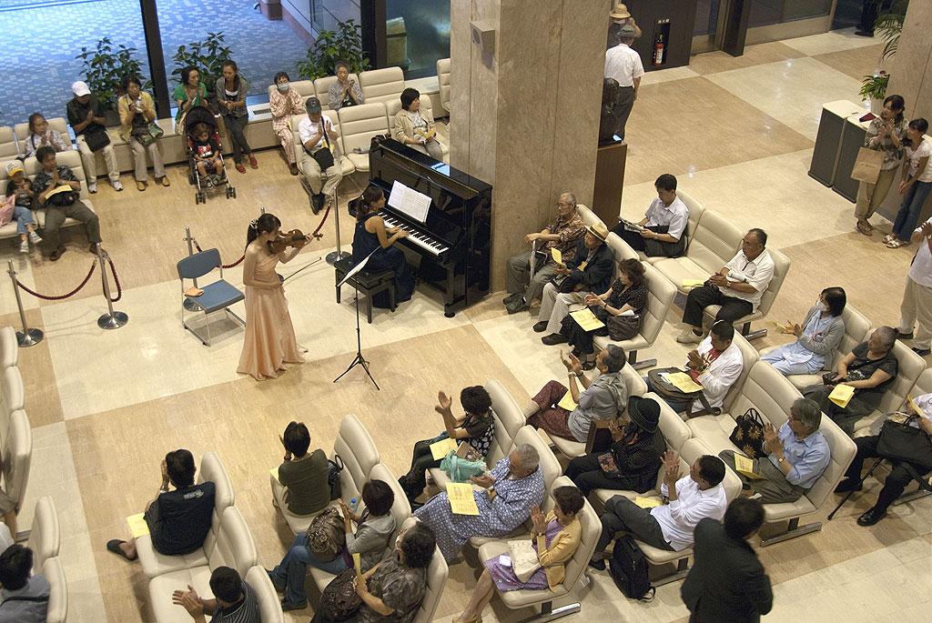 東京医科歯科大学がコンサートの企画制作・演奏を行っている「Musicamente(ムジカメンテ)」に感謝状を贈呈――病院ロビーにてボランティアコンサートを開催