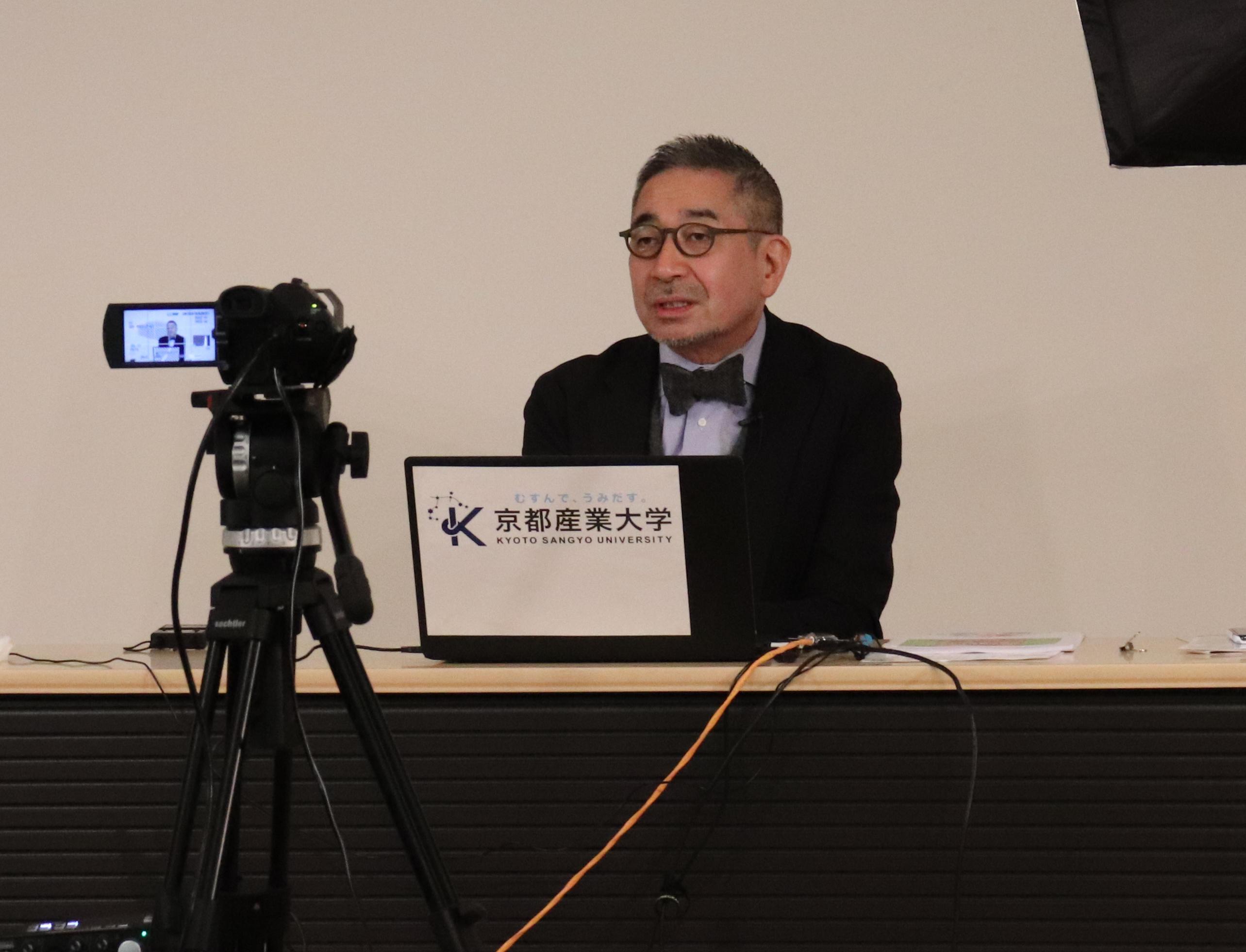 【京都産業大学】京都の老舗酒造会社社長の増田徳兵衞氏が「二十四節気と七十二候 日本の酒・世界の酒を知る」をテーマに京都産業大学ギャラリーで講演