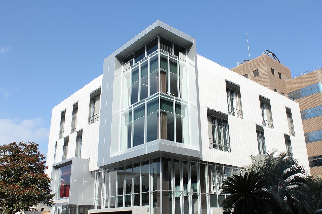 崇城大学が3月20日に英語学習施設「SILC(シルク)」の竣工式と内覧会を実施 -- 震災から2年を経てリニューアルオープン