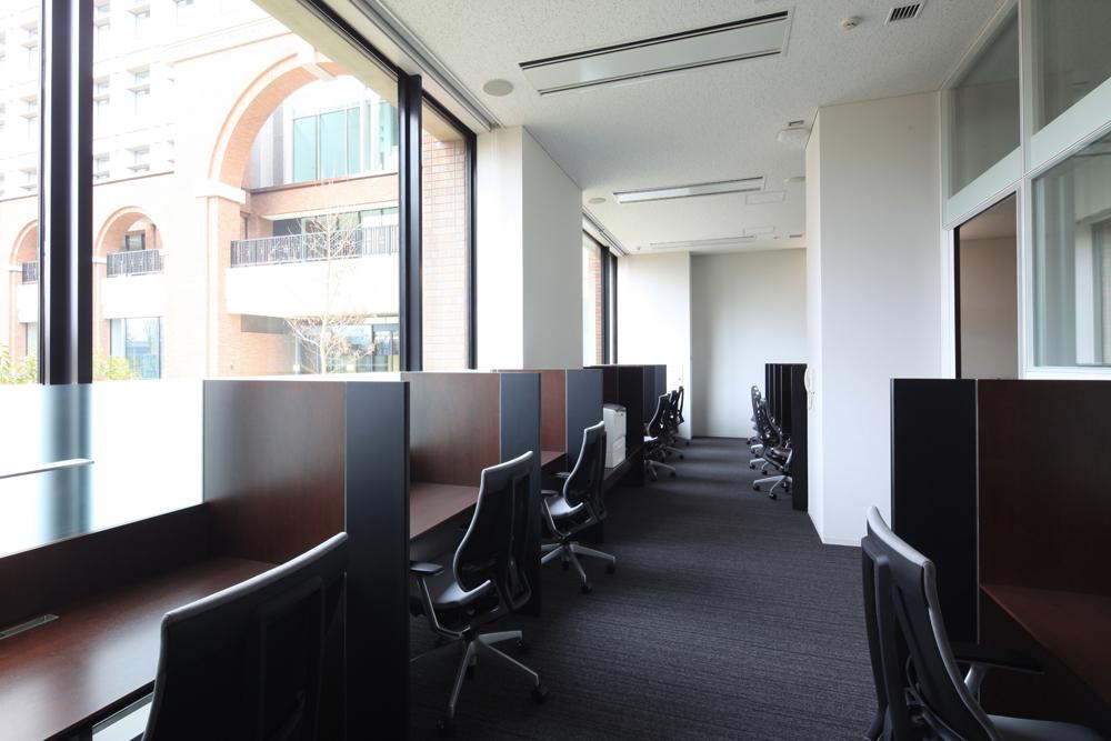武蔵野大学有明キャンパスに新図書館がオープン