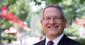 テンプル大学次期総長にニール・セオボルド氏を選出