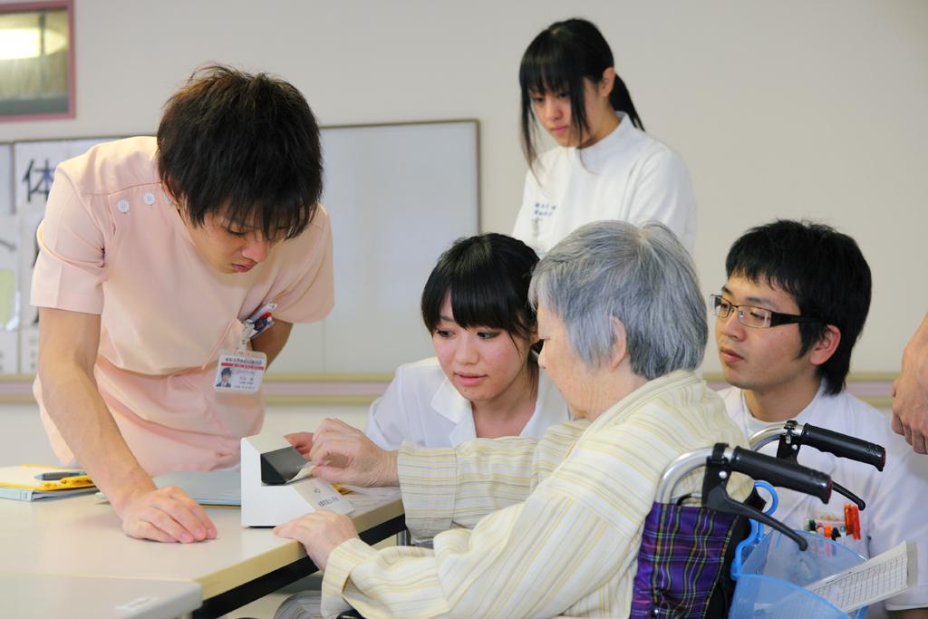 昭和大学のチーム医療教育「学部連携病棟実習」がNHK Eテレで紹介~放送は9月15日14時から