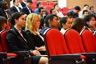 立命館大学・大学院が2012年度秋季入学式を開催――日本人学部生の秋入学としては初