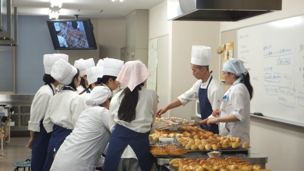 聖徳大学の学生がカフェ・カンパニー(株)、JAちばみどりと連携してメロンパンを開発――11月3日~4日開催の学園祭やSAで販売
