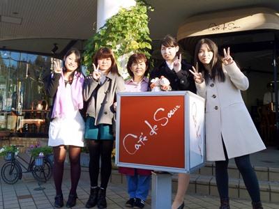 大妻女子大学の学生クラブ「TABLE FOR TWO」が、12月4日~7日・11日~14日にカフェとコラボレーション――開発途上国の給食支援活動を展開