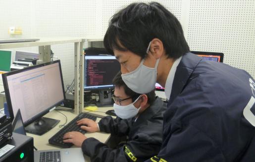 近畿大学情報学研究所 講演会「学生に身近なサイバー犯罪」 大阪府警察本部サイバー犯罪対策課の幹部警察官を迎えて