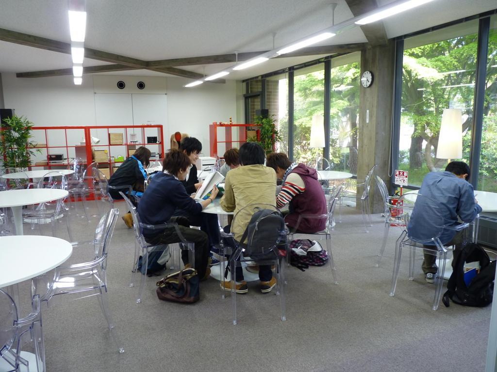 九州工業大学が「ランゲッジ・ラウンジ」をオープン――国際交流の場として語学講座や留学・語学研修報告会などに活用