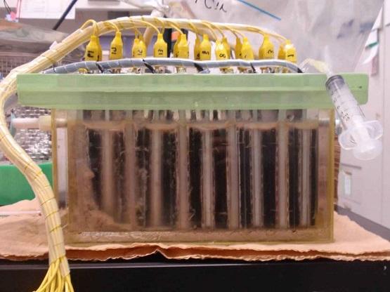 東京薬科大学の渡邉一哉教授らが開発した微生物燃料電池の廃水処理性能が向上、実用レベルに