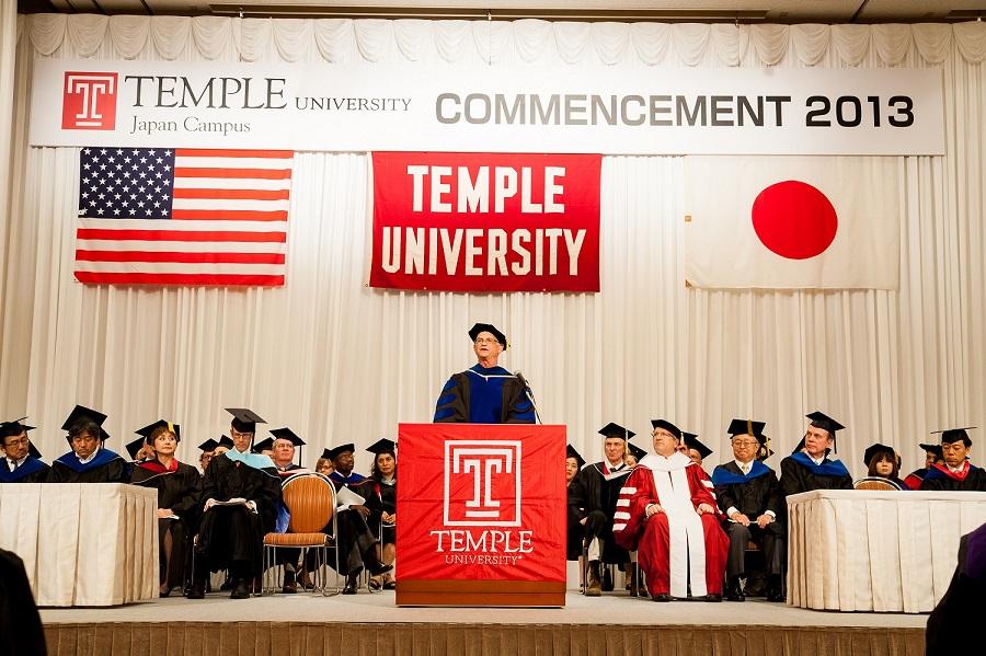 テンプル大学ジャパンキャンパスが2013年度卒業式を挙行――240名の卒業生のうち6割が外国籍