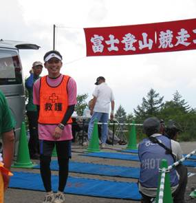 昭和大学の学生が「富士登山競走」で救護ボランティアを実施